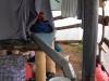 Теплый воздух через трубу поступает в палатку